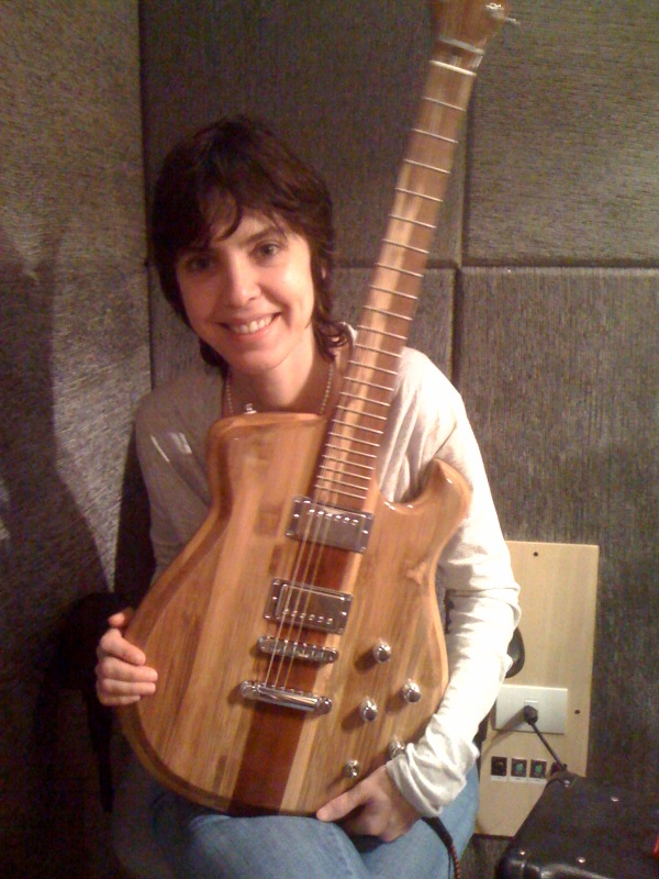 Adriana Calcanhoto aprovou a Guitarra JAM