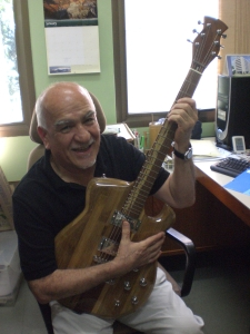 Dr. Khosrow Ghavami também aprova a Guitarra JAM
