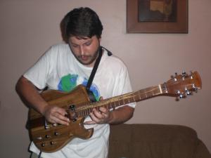 Rafael Lobo: sambista metaleiro.