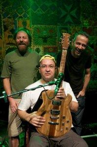Paralamas do Sucesso e a Guitarra Digital de Bambu JAM - Foto de Simão Salomão